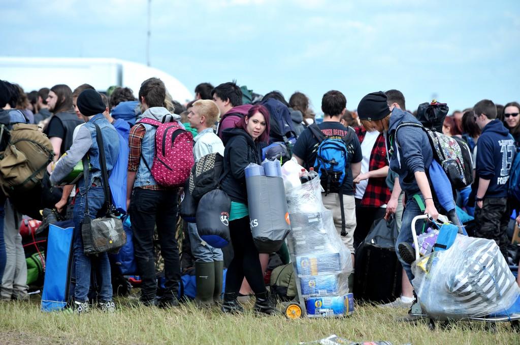 PICTURE BETH WALSH Dowload Festival 2014. Festival goers arrive.