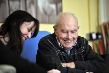 Picture by Mike Sewell. Cat talks to elderly people at the Age Concern centre in Humberstone Gate about what gets up their noses. Pictured is Cat talking to John Leyton.  (Cat Turnell)